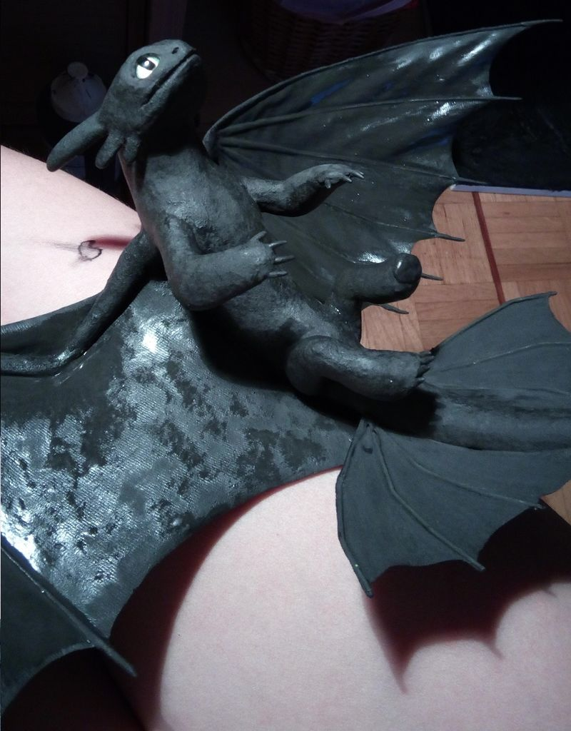 sculpture artwork toothless nightfury dreamworks companion balanced eurofurence ef23 httyd Painting the wings to give them them the matte look