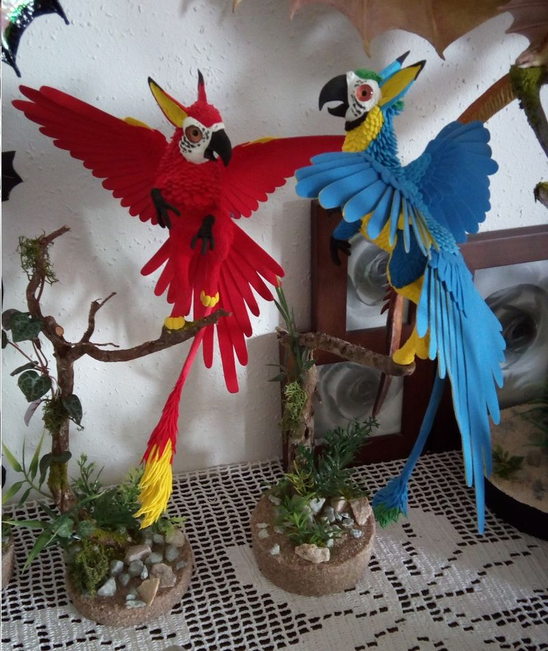 sculpture commission artwork companion parrot macaw bird gryphon mythology  griffin balanced eurofurence 23 Pretty birdys